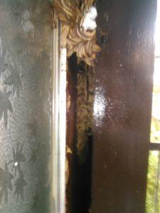 9月中旬・野田市内・アパートの戸袋いっぱいのモンスズメバチの巣駆除-3